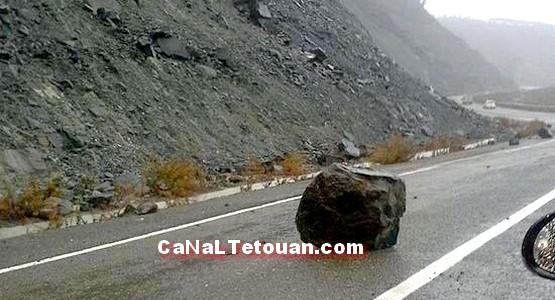 انهيار صخري بين تطوان والحسيمة