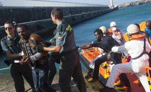 اعتراض قارب على متنه 26 مهاجرا إفريقيا