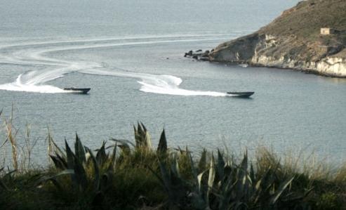مطاردة هوليودية لــ 3 قوارب تنتهي بحجز 4 أطنان من الحشيش بسواحل الشمال