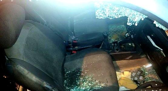 عصابة مدججة بالسيوف تهاجم سيارة قرب المنطقة الصناعية بتطوان (صور)