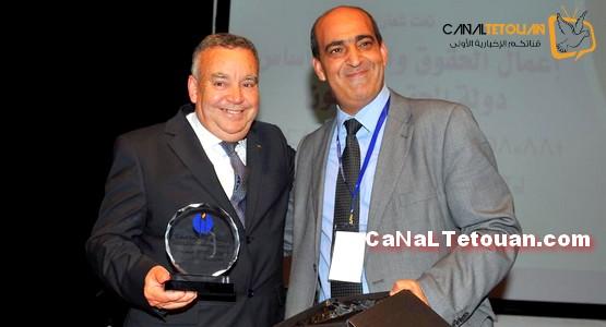 المنظمة المغربية لحقوق الانسان بالرباط تكرم رئيس جمعية حنان بتطوان