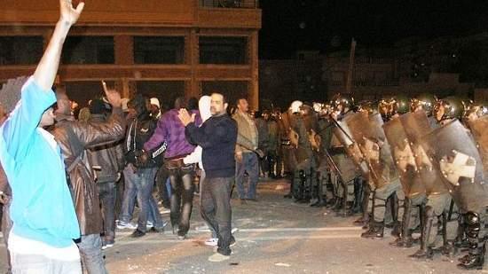 أفارقة مسلحون يهاجمون جنود مغاربة بطنجة للعبور إلى اسبانيا تزامنا مع مباراة المنتخب