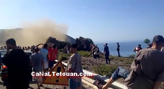"""خطير .. للمرة التانية إنهيار جبل """"أزنتين"""" على الطريق الساحلية الرابطة بين تطوان والحسيمة"""