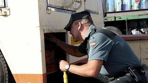 توقيف مغربيين بميناء سبتة حاولا تهريب حشيش داخل عربة سياحية