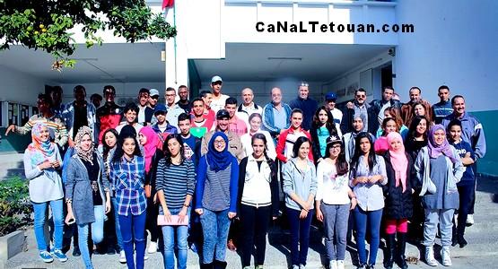 تلاميذ ثانوية الشريف الإدريسي بتطوان ينظمون حملة نظافة داخل مؤسستهم (صور)