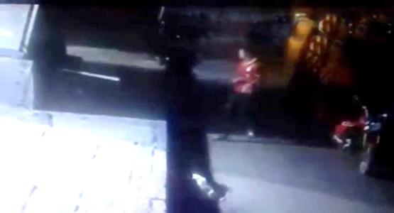 هكذا تعرض مسن للاعتداء بالسلاح الأبيض من طرف عصابة تستعمل سيارة اسبانية بتطوان