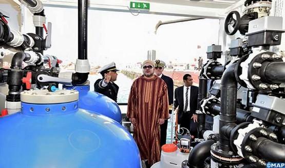 """الملك محمد السادس يدشن بارجة لتحلية مياه البحر """"وادي ماسة"""""""