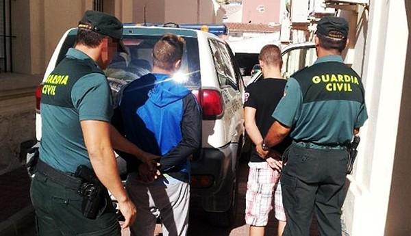 رشق منزل أسرة مغربية بزجاجات ماء النار باسبانيا .. !
