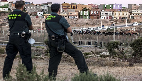 رئيس حزب فوكس الإسباني يدعو لبناء جدار بين المغرب وسبتة ومليلية يدفع المغرب تكاليفه