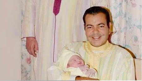 الملك محمد السادس يحتفي بولادة ابن اخيه (صورة)