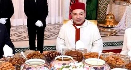 بالصورة … الملك محمد السادس وأسرته على مائدة إفطار وزير مغربي !