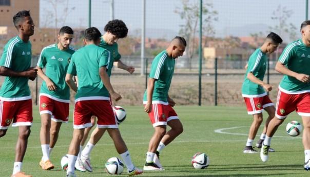 """عقوبات قاسية تنتظر مدخنا """"الشيشا"""" بمعسكر المنتخب الوطني المغربي"""