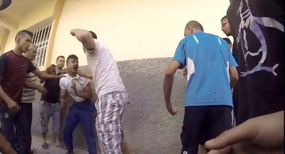لحظة القبض على سارق يستعمل أسلحة بيضاء في السرقة بفاس (شاهد الفيديو)