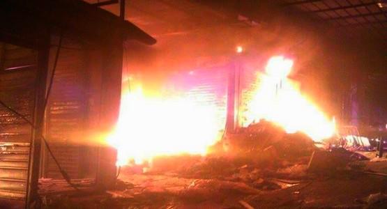حريق مهول يلتهم سوق كاسابراطا بطنجة (+ فيديو)