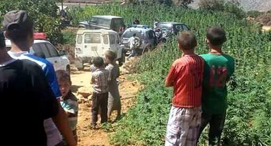 شاب يطلق النار على صديقه بسبب خلاف بسيط وسط غابة الحشيش بباب براد