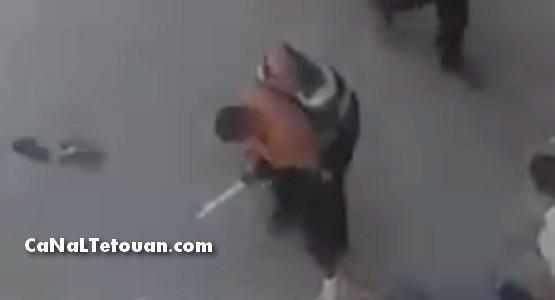 بهذه الطريقة قتل شاب في العشرنيات على يد مجرم يحمل سيفا بحي الديزة بمرتيل (شاهد الفيديو)