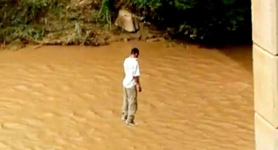 شاب يقدم على وضع حد لحياته شنقا في مشهد يدمي القلب  (فيديو وصور)
