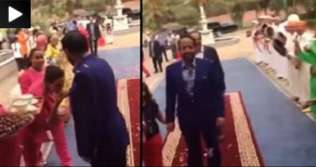 استقبال إماراتي على طريقة محمد السادس بقصره بالمغرب يثير جدلاً ! (شاهد الفيديو)