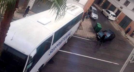 اصطدام حافلة سوبراتور بنخلة وسط مدينة تطوان