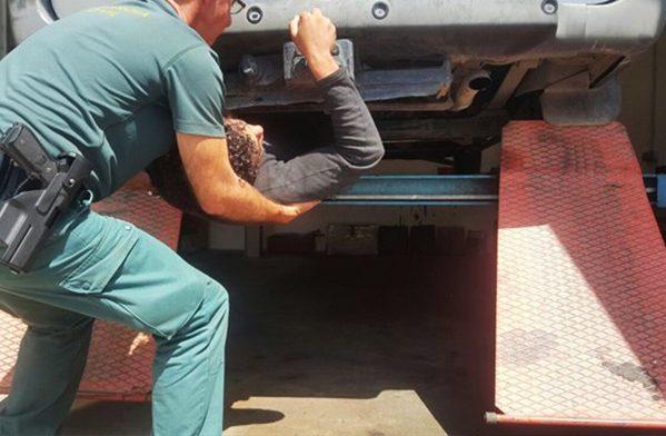 العثور على مغربي في صندوق شاحنة متجهة الى اسبانيا