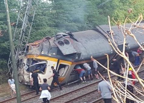 حرجى وقتلى في حادث انقلاب قطار بإسبانيا