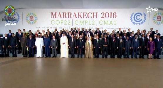 صورة تذكارية للملك محمد السادس مع قادة العالم بمراكش (فيديو)