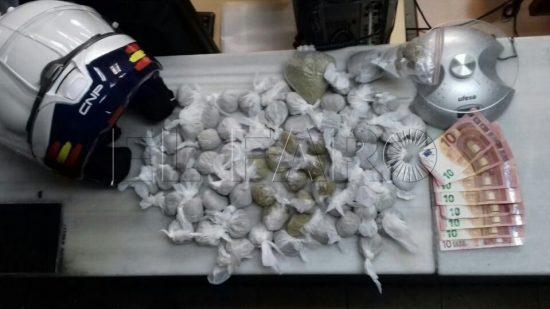 شرطة سبتة تضبط سبعينيا من أصل مغربي متلبسا ببيع مخدر الكيف