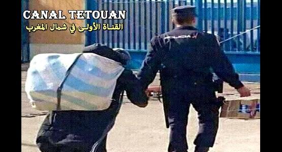 صورة لشرطي اسباني بالمعبر الحدودي تخلق الجدل