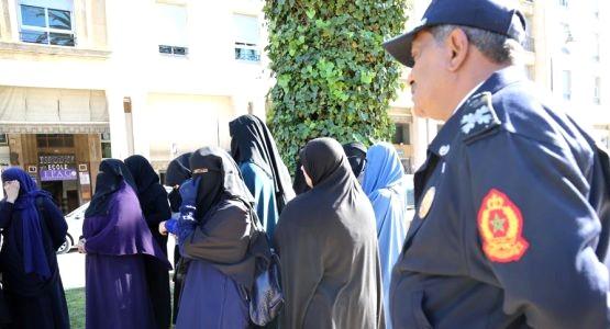 احتجاج أمام البرلمان ضد قرار منع البرقع (شاهد الصور)
