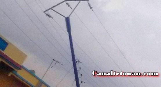 عمود كهربائي أيل للسقوط يرعب ساكنة سيدي عبد السلام دالبحر (شاهد الصور)