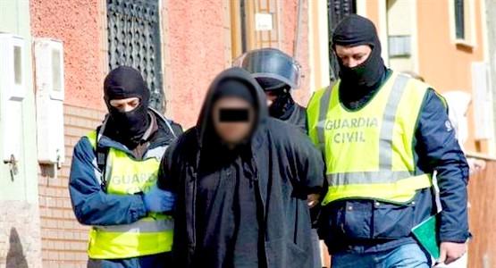 السلطات الإسبانية تعتقل مغربيا متورط في هجمات برشلونة