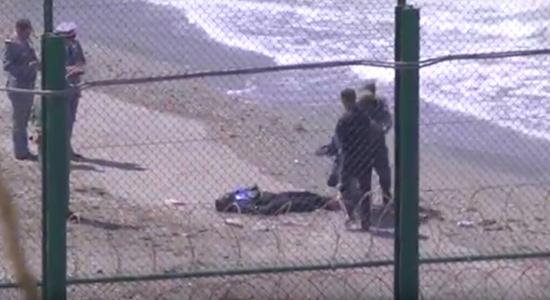 ببليونش …. البحر يلفظ  جثة مهاجر من افريقيا