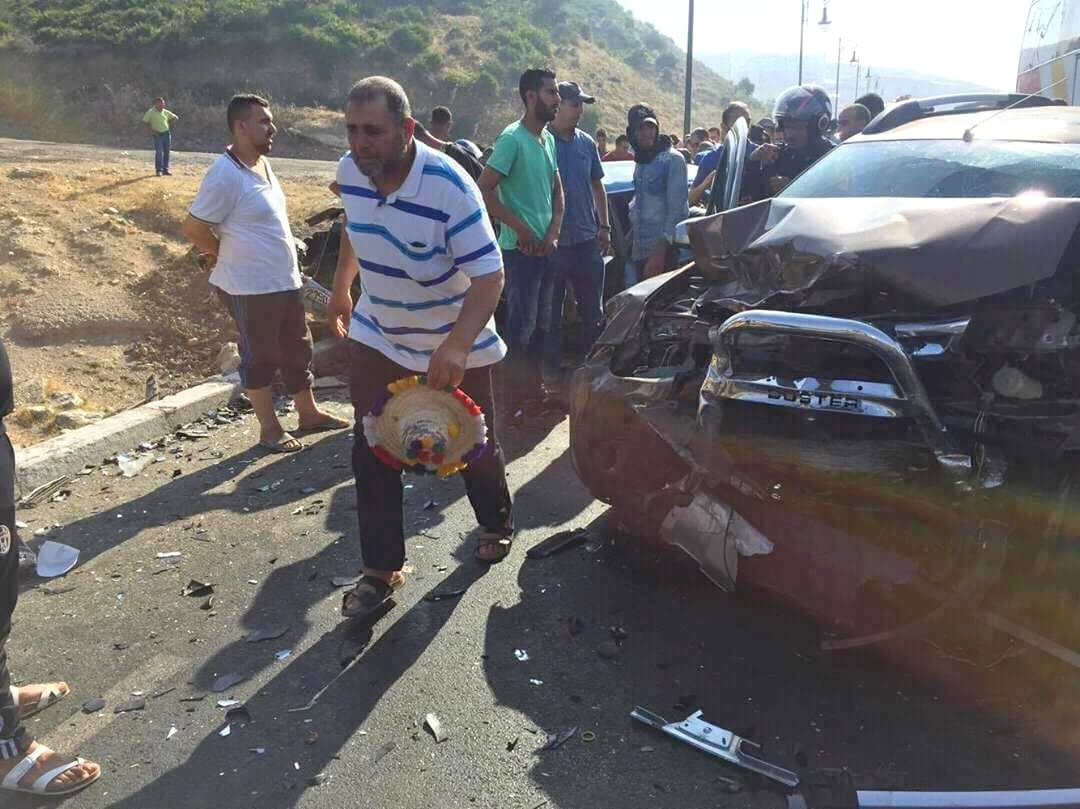 فاجعة بطنجة … قتلى وجرحى في حادثة سير مميتة على مستوى طريق تطوان (شاهد الصور)