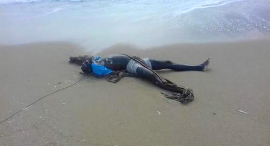 شاطئ الريفيين بالفنيدق يلفظ جثة مهاجر سري ينحذر من دول جنوب الصحراء