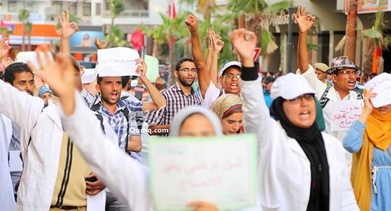 الأطر التربوية تُواصل احتجاجها عبر تنظيم مسيرة على الأقدام من طنجة إلى سبتة