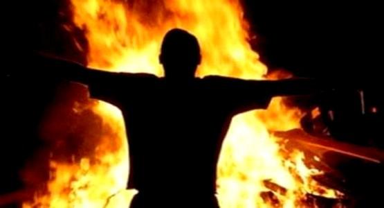 """بائع """"دلاح"""" يضرم النار في جسده داخل مسجد بتطوان"""