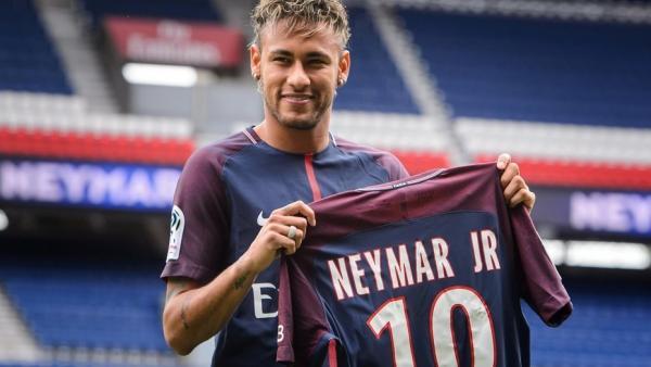 مبيعات قياسية لأقمصة نيمار مع ناديه الباريسي وهذا هو سعر القميص الواحد!