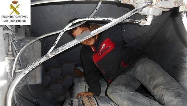 أمن سبتة يحبط محاولة الهجرة لقاصر مغربي عثر عليه داخل صندوق شاحنة