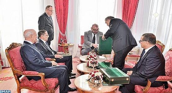 عاجل .. الملك يقيل عددا من المسؤولين الساميين و وزراء في حكومة العثماني