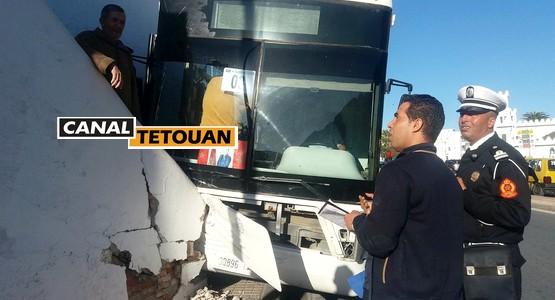 حادثة بتطوان لحافلة فيتاليس كادت تحصد أرواحا بشرية (شاهد الصور)