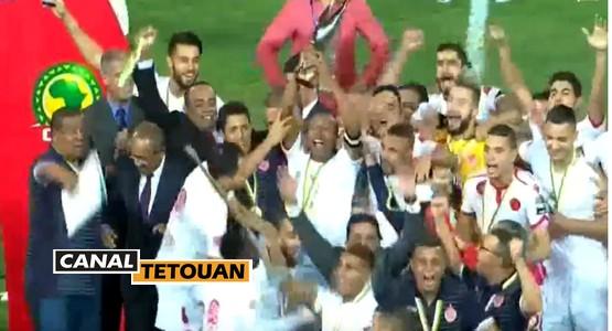 اللحظة التاريخية لتتويج الوداد البيضاوي ورفع كأس أبطال افريقيا ! (فيديو)