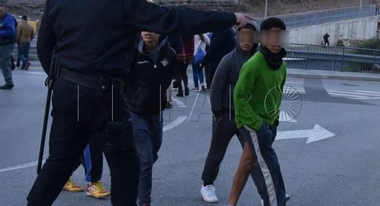 الشرطة الاسبانية توقف قاصرين مغاربة حاولوا دخول أراضيها عبر سبتة