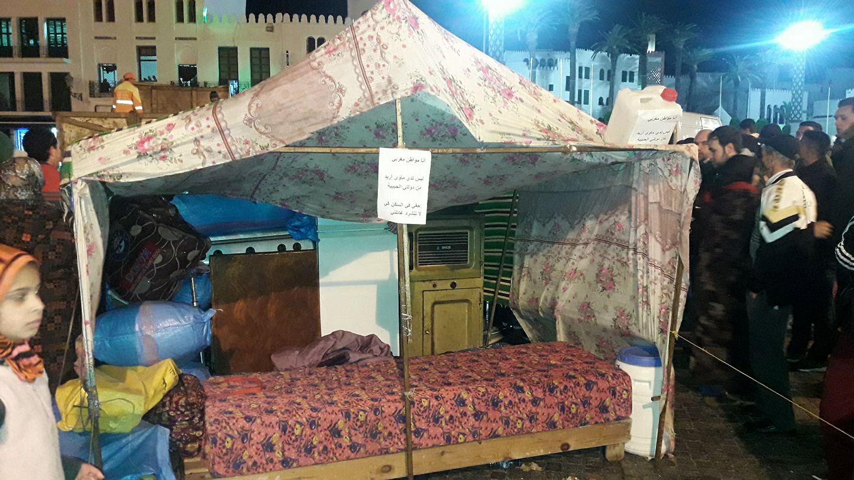 """""""خيمة"""" بمحيط القصر الملكي بتطوان تستنفر الأمن (التفاصيل)"""