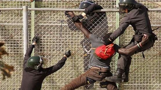 200 مهاجر يحاولون اجتياز السياج الحدودي لسبتة المحتلة تزامنا مع عطلة العيد