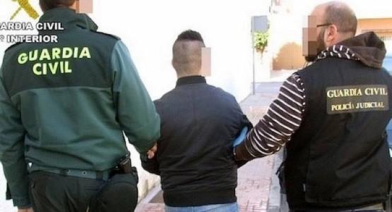 اعتقال مغربي باسبانيا ترك ابنه الصغير داخل السيارة لوحده
