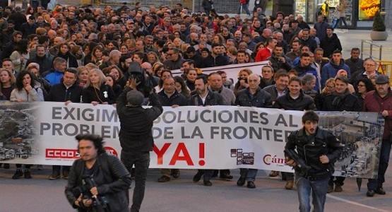 الأزمة الاقتصادية تخرج مئات المحتجين إلى التظاهر بسبتة المحتلة