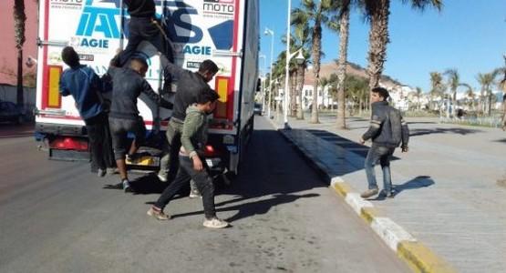 """ضبط ثلاثة قاصرين مغاربة بـ""""سبتة المحتلة """" مختبئين في شاحنتين متجهتين إلى إسبانيا"""