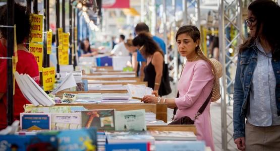 """""""عيد الكتاب"""" بتطوان يفتح فضاء الجهة للقراءة"""