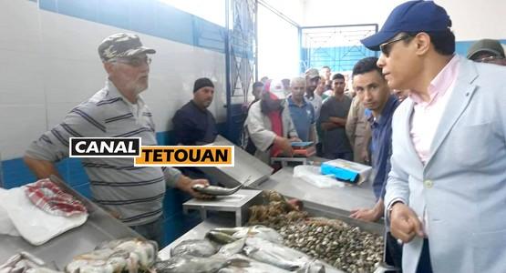 حسن بويا يقوم بزيارة مباغتة لسوق السمك والخضر بمرتيل (شاهد الصور)