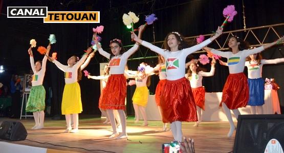 """أزيد من 1000 تلميذ يحتفل مع جمعية الأيادي المتضامنة بـ """"إفريقيا تجمعنا"""" بمدينة تطوان"""
